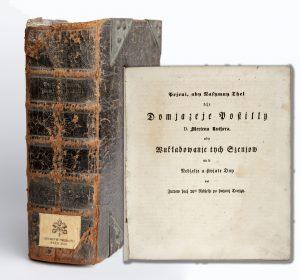 Gesamtansicht und Beispielseite der sorbischen Ausgabe eines Predigtbuches Martin Luthers