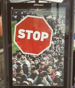 Kampagnen-Plakat am Adam Clark Platz