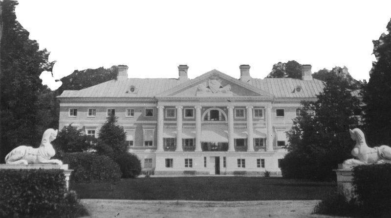 Das Schloss Elley/ Eleja als schwarz/weiß Fotografie. Das Foto ist archiviert im Herder-Institut mit der Inventarnummer 22944a. Heute nur Ruinen übrig.