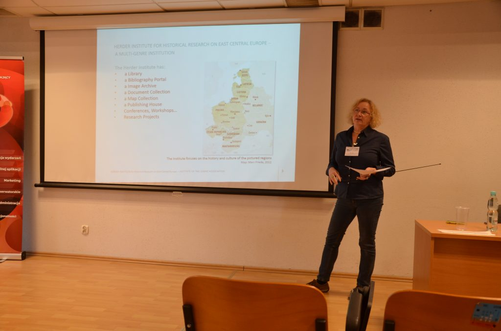 Elke Bauer präsentiert die Zentrale Bestandsbeschreibung