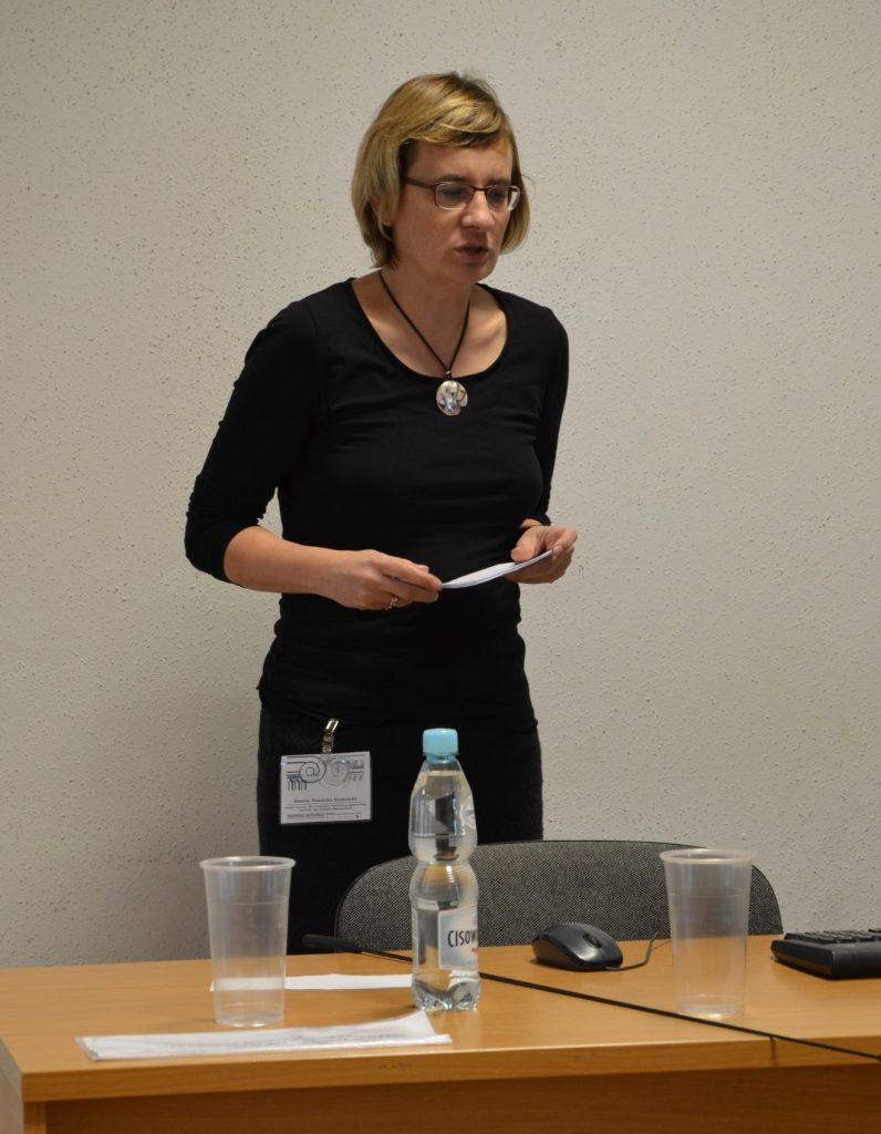 """Ksenia Stanicka-Brzezicka teilte ihre Erfahrungen aus den Projekten """"Forschungsinfrastruktur Kunstdenkmäler in Ostmitteleuropa  (FoKO)"""" und """"Semantics4Art&Architecture"""""""