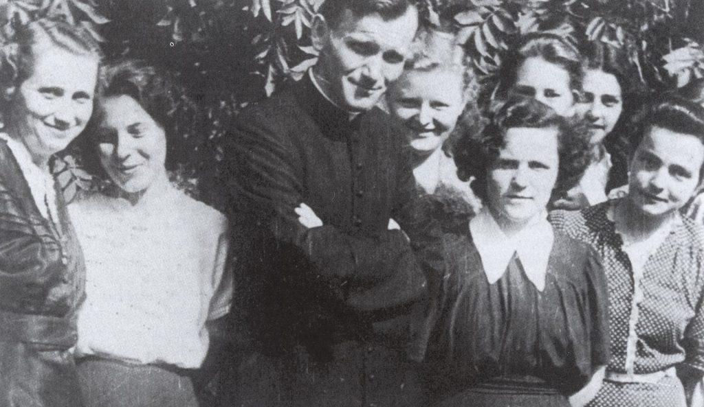 Dozent Karol Wojtyła mit Studentinnen in Krakau (ca. 1953/54)
