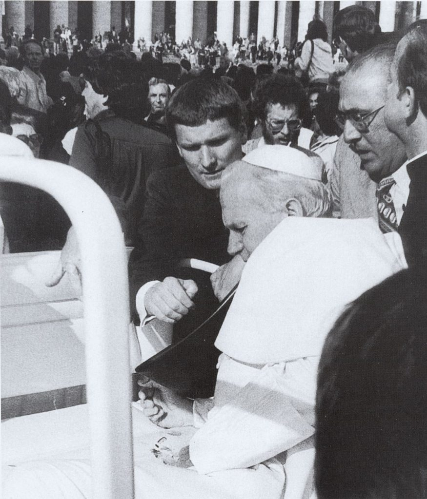 Kurz nach dem Attentat auf Johannes Paul II. am 13. Mai 1981