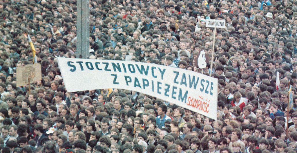 Beim Besuch in Tschenstochau tauchen verbotene Plakate auf, 19. Juni 1983