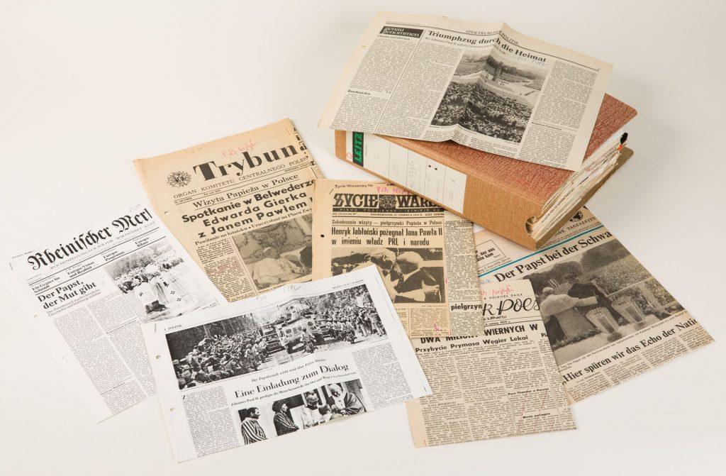 Collage aus Artikeln im Presseausschnittarchiv zur 1. Polenreise 1979